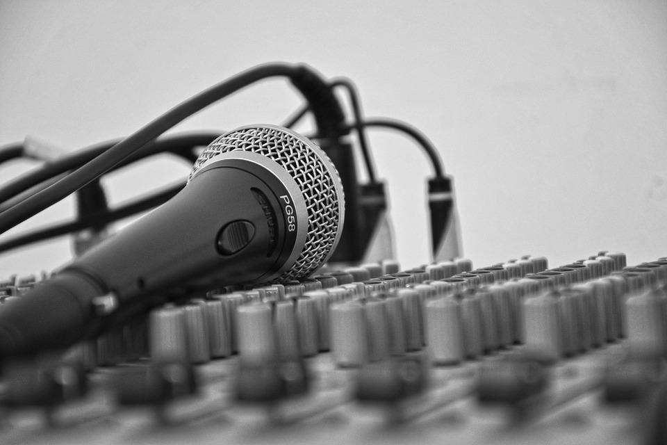 Sobre O Podcast é Delas - Microfone
